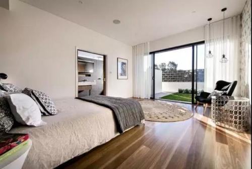 实木地板保养清洁攻略,让地板耐用15年!
